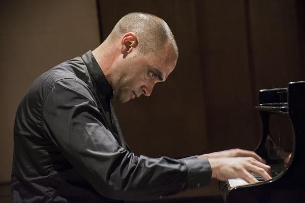 foto del pianista cubano Marcos Madrigal