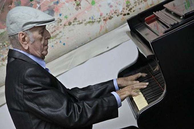 foto del compositor y director de orquesta Mario Romeu González