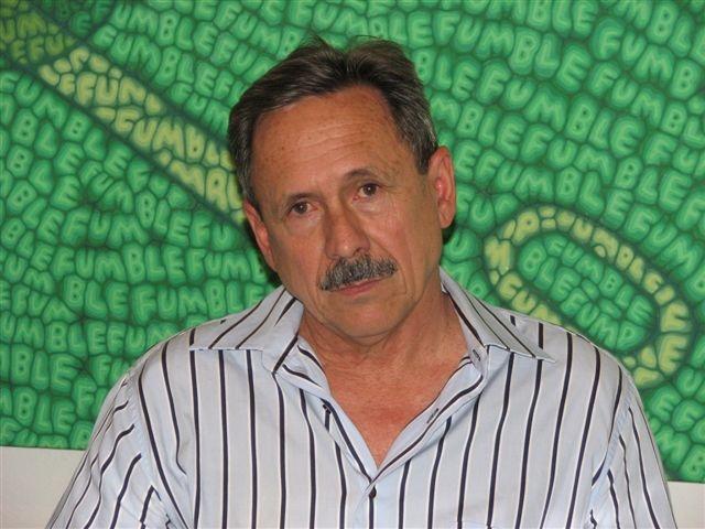 foto del escritor cubano Riverón Rojas